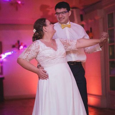 Les clients de Marc Reed ouvrent leur mariage grace à ses cours de danse